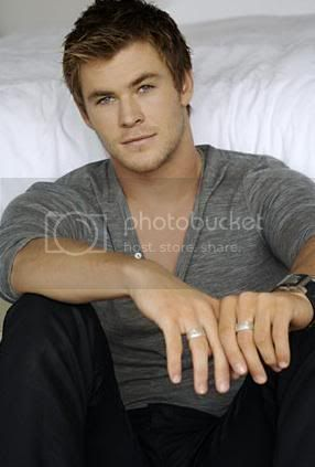 [Image: 51741-chris_hemsworth1_large.jpg]